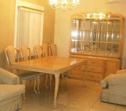 Comedor 6 sillas mesa plegable incluye vitrina