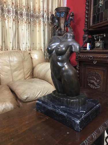 Escultura De Bronce Dorso Femenino