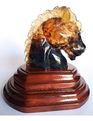 Escultura De Ámbar Chiapaneco En Forma De Cabeza De Caballo