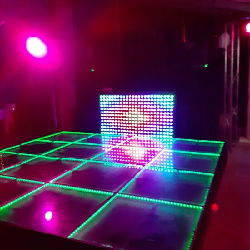 Luz y sonido dj, robot de led y pistas iluminadas