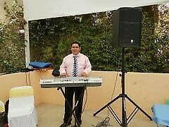 Tecladista y cantante para sus fiestas.