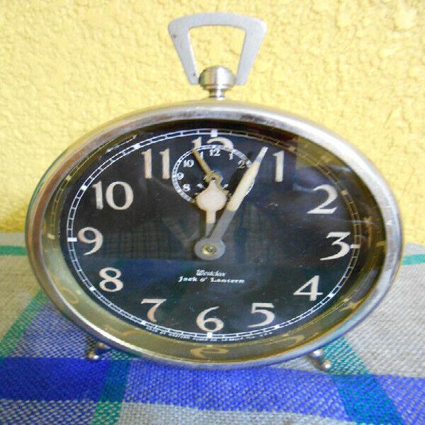 Viejo reloj despertador Jack o Lantern