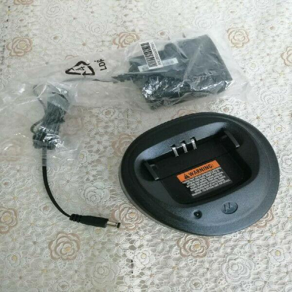 Cargador de Baterías Radios Motorola EP-450 y DEP-450