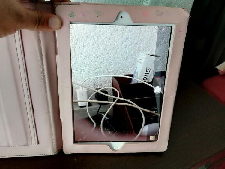 """iPad 3gen de 9"""" de 32 GB con funda Kate spade"""