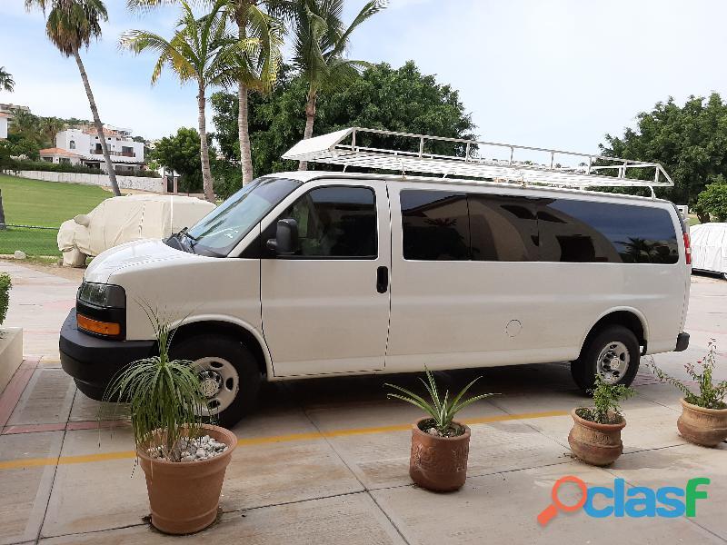 Chevrolet Express Van 15 pax 2018 como nueva !
