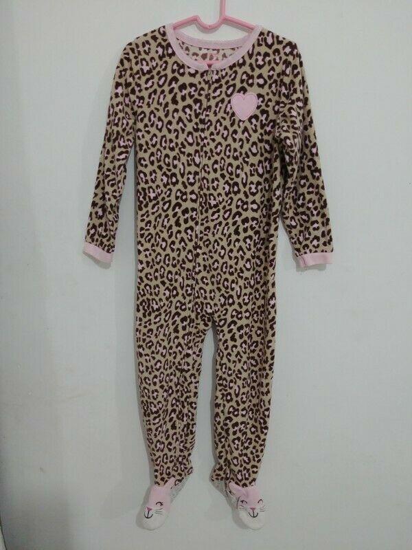Mameluco en color: Leopardo con corazón rosa, marca