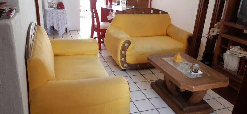 Dos sillones Love seat rusticos y mesa de centro