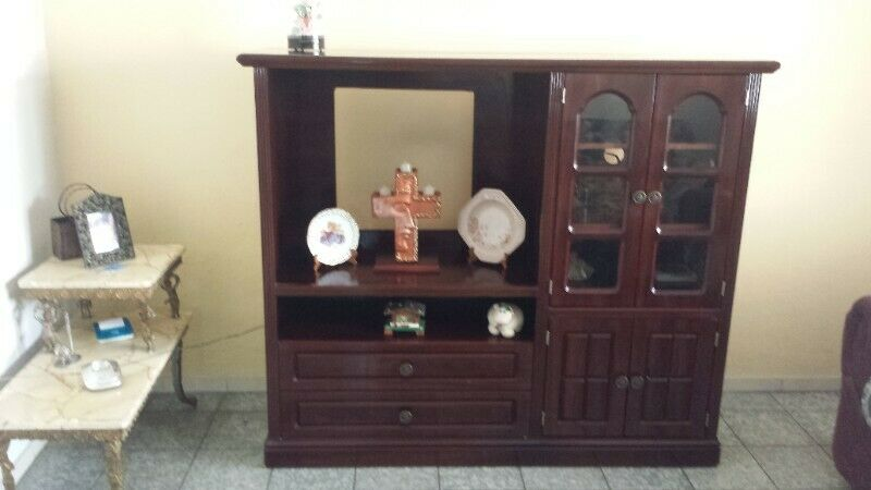 Mueble de Madera Con Cristales, MUY BONITO EN EXCELENTES