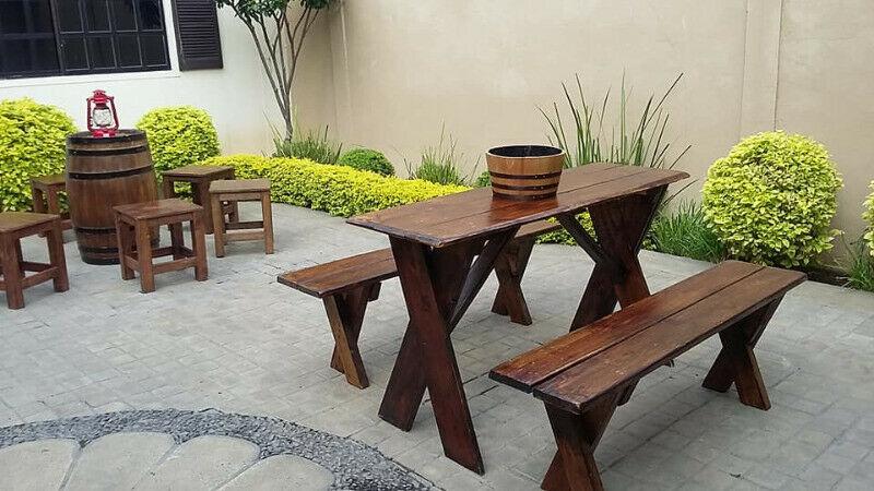 Renta de mesas de madera vintage rústicas de barril tipo