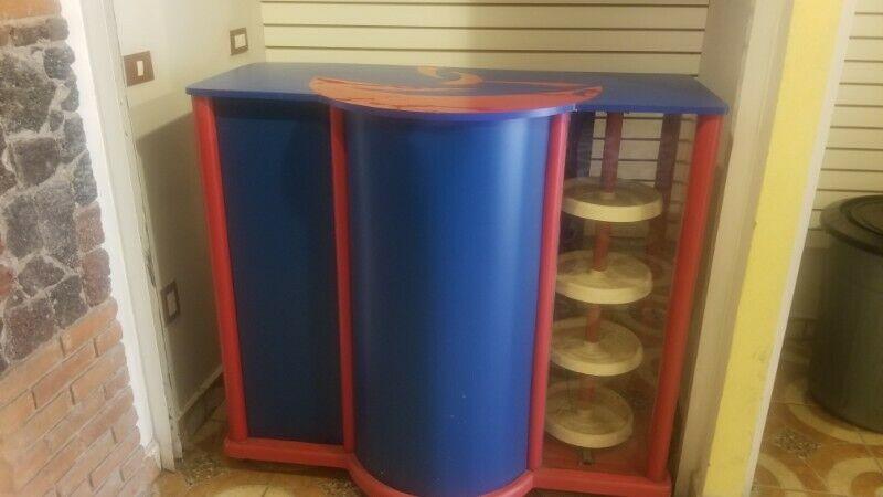 Se vende muebles para venta pan y cafe