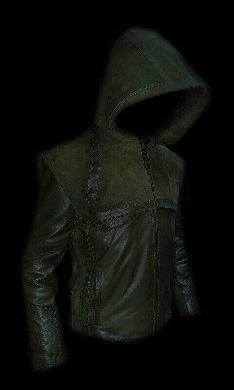 Chamarra de piel verde con capucha de ante desmontable