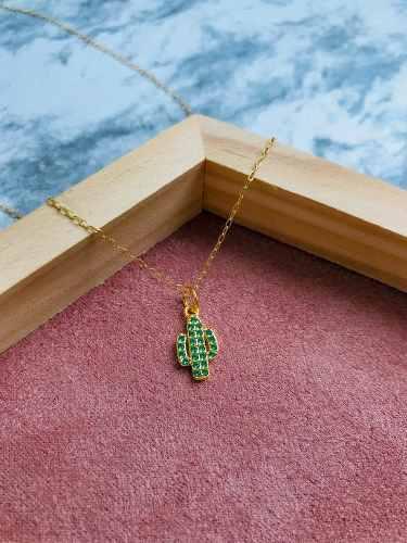 Collar Cactus Mini Con Zirconias Verde Chapa De Oro 18k