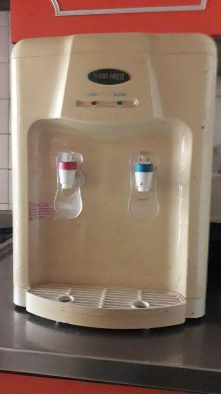 Despachador de agua fria y caliente