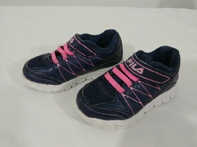 Tenis choclo marca Fila; colores: azul marino con rosa,
