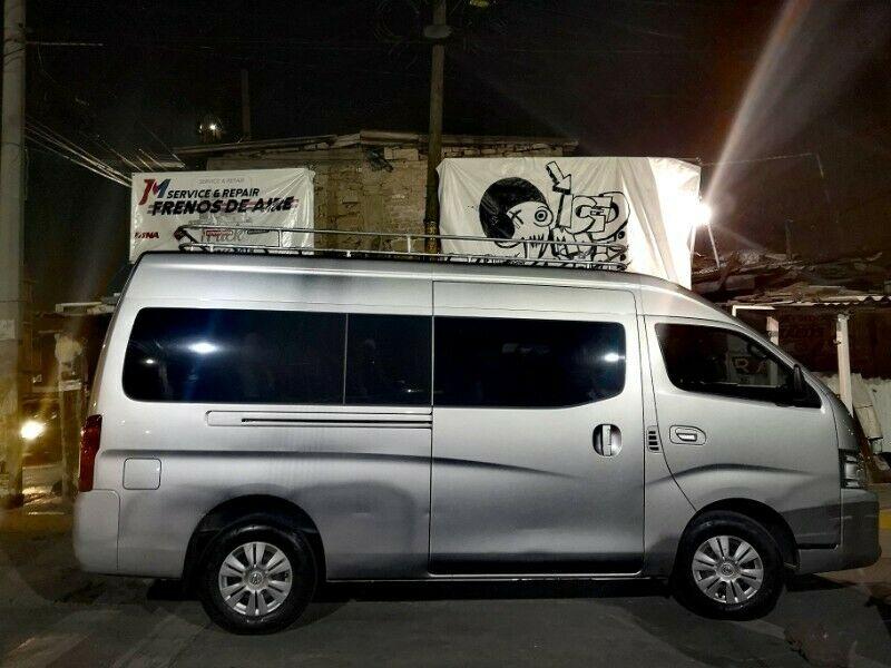 Renta de camioneta con chófer para 12 pasajeros