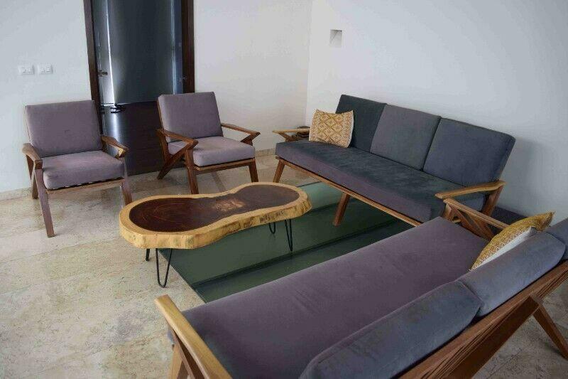 Sala de madera solida de parota