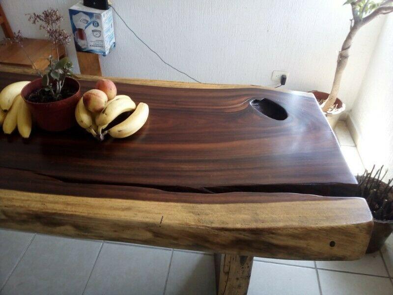 Mesa de comedor de madera de parota