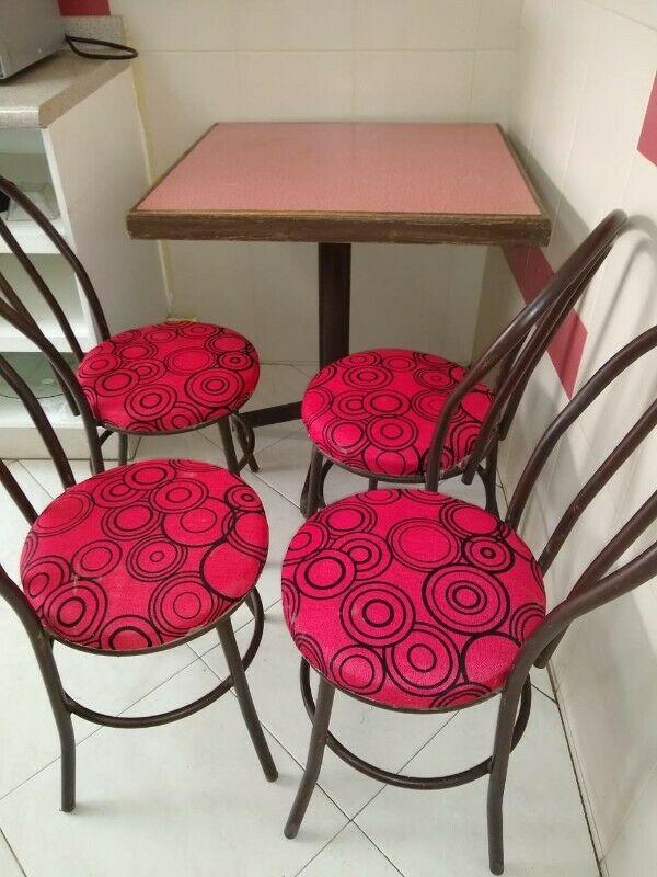 Mesas para negocio de comida 7 Mesas con 4 sillas cada Mesa