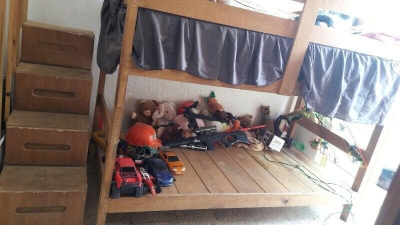 Literas de madera para niños con escalera de cajones