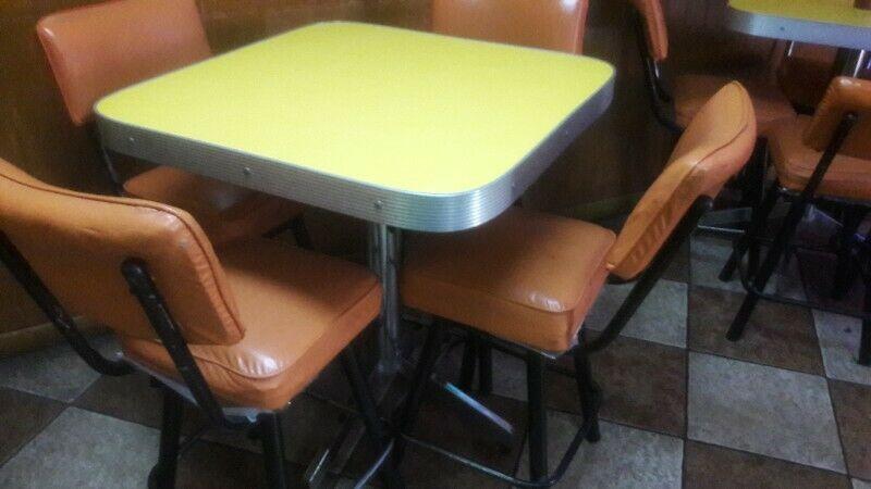 Se venden mesas en excelente condicion