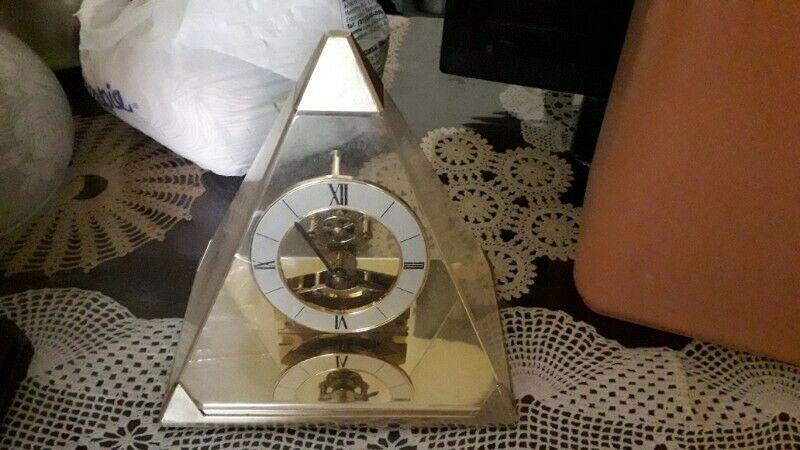 Reloj decorativo $200