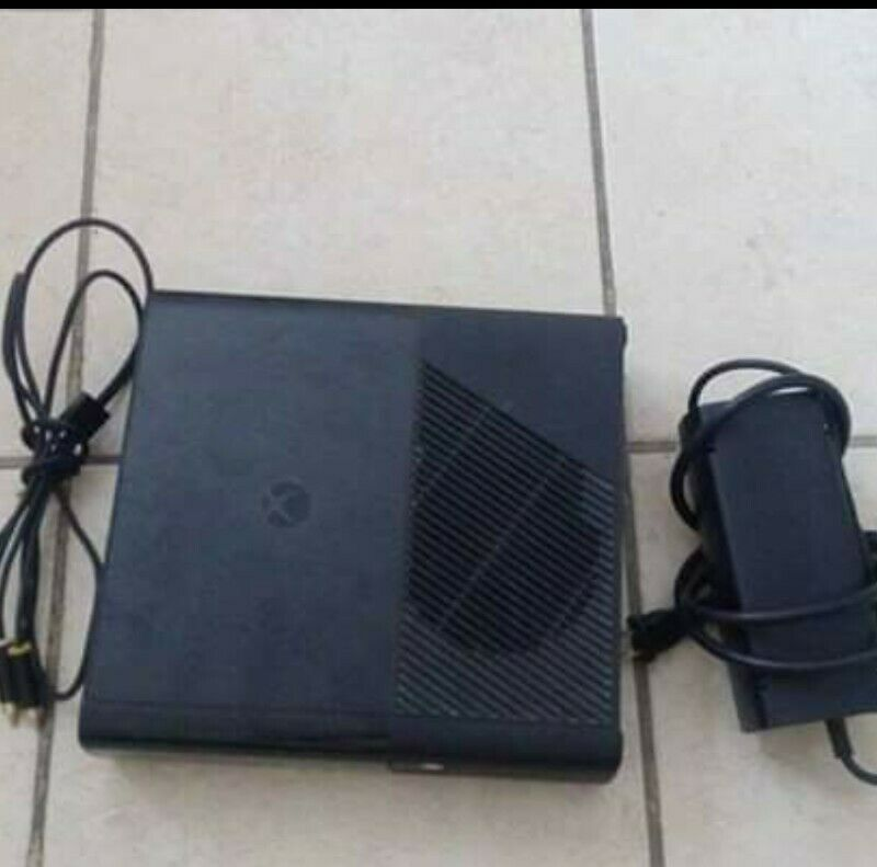 Consola de video juegos Xbox, memoria externa de 320 gb,