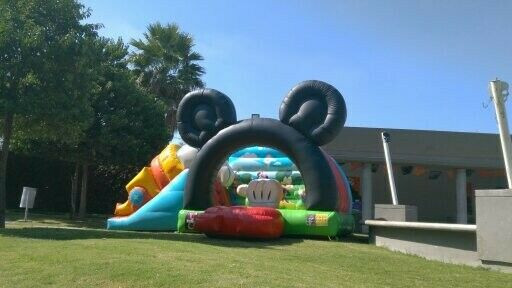 Renta de Inflable Mickey Mouse y Minnie Mouse