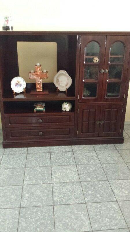 Mueble De Madera MUY BONITO EN EXCELENTES CONDICIONES