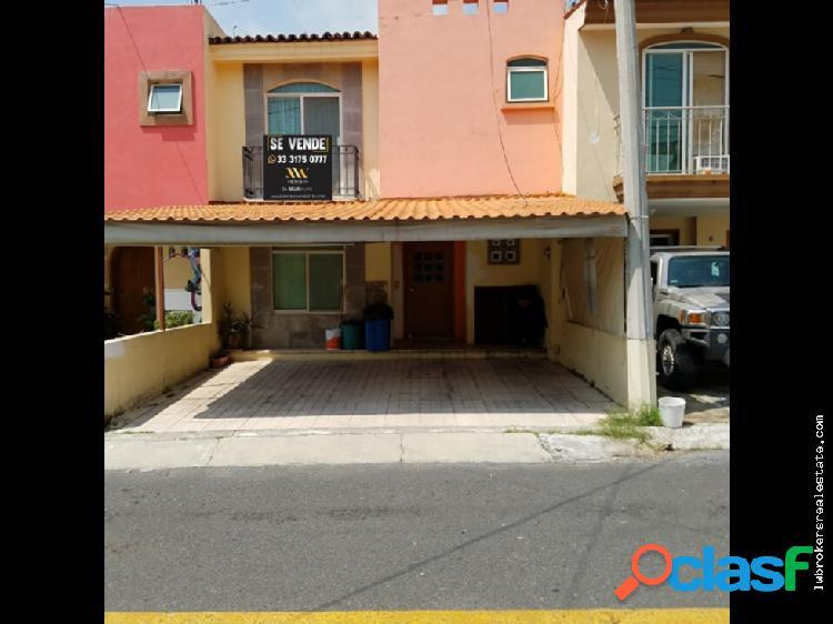 Venta de Casa en Residencial las Moras.