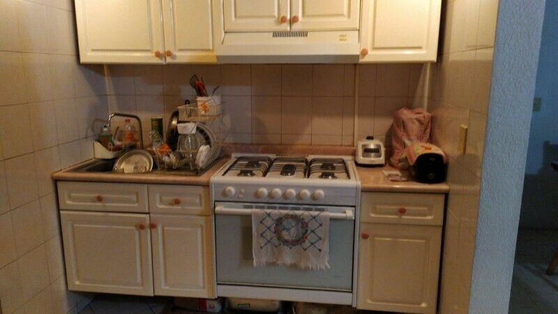 Cocina integral con estufa y campana
