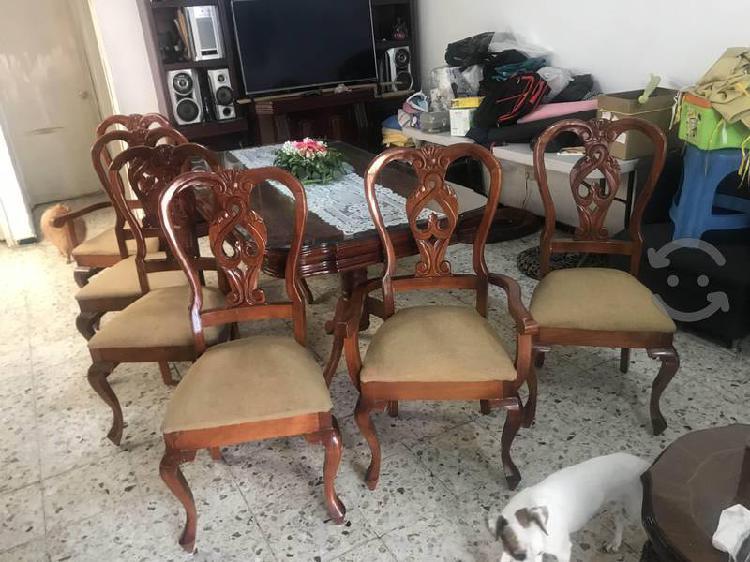 Hermoso comedor con chapa de madera con 6 sillas