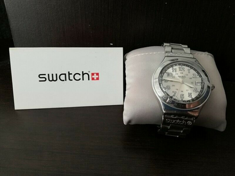 Reloj swatch de acero con fechador para caballero