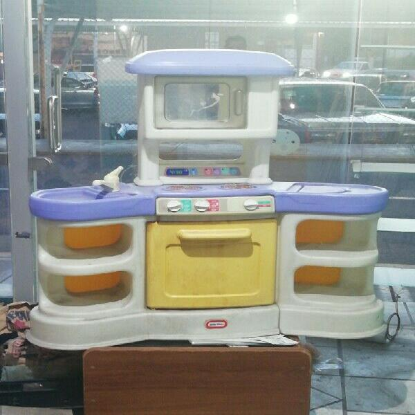 Vendo cocinita marca little tikes