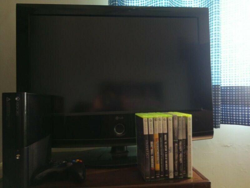 Xbox 360 con un control y 14 juegos y televisión LG de 32