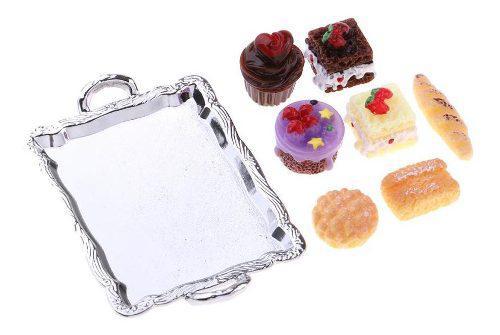 Comida En Miniatura Con Plato De Pastel Y Tortas Para Cocina