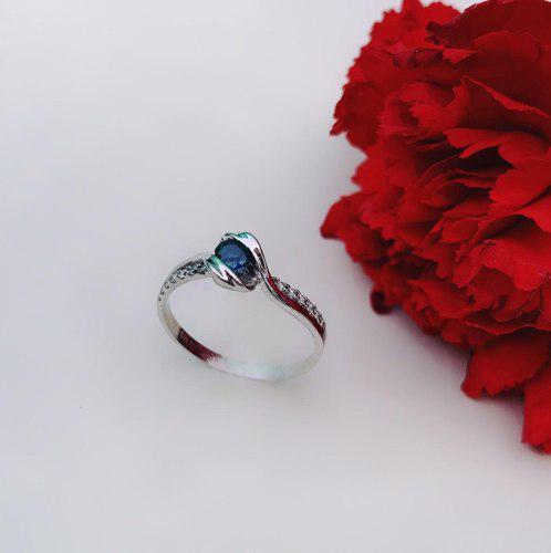 Anillo De Compromiso Con Zafiro Y 14 Diamantes En Oro 14k