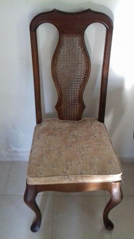 Juego 8 sillas de madera (cedro) $