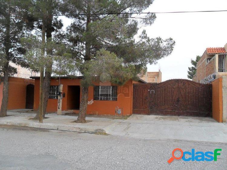 Casa sola en venta en Lomas del Rey, Juárez, Chihuahua