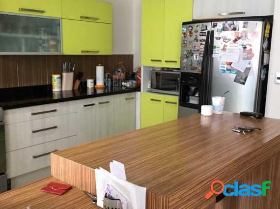 exelente casa 3 rec., 2.5 baños, cocina integral, estudio,