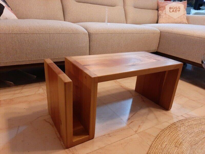 Mesa fina en madera de cedro y maple