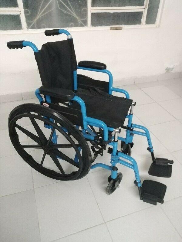 Silla de ruedas para niño nueva
