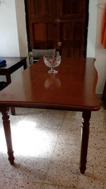 mesa de comedor de cedro