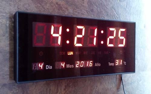 Reloj Digital Led Pared Fecha Temperatura 36 Cms
