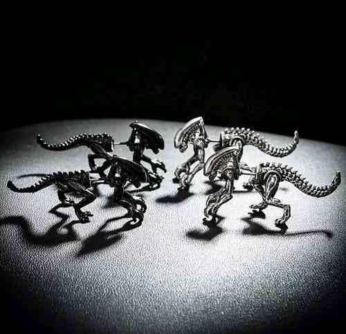 Aretes Aliens Xenoformo En Color Negro