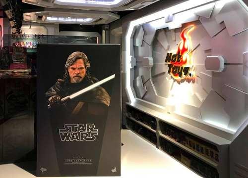 Hot Toys Last Jedi Luke Skywalker Deluxe 1/6