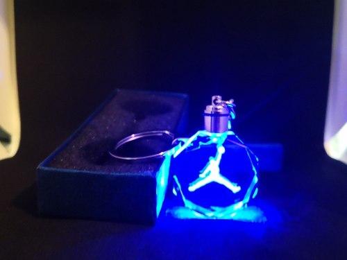 Llavero Jordan Cristal Con Luz Led Y Caja De Regalo