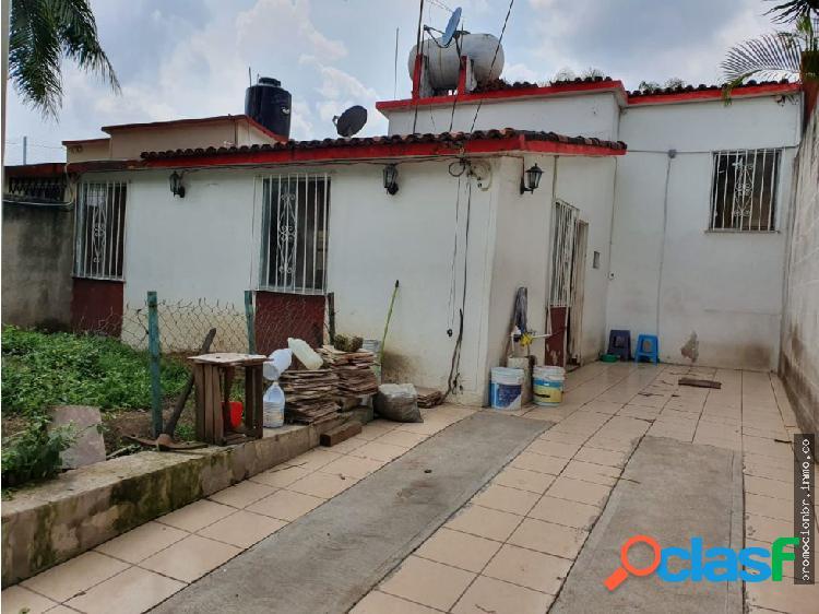 Venta de Casa Sola para Remodelar en Las Aguilas