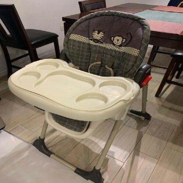 Se vende silla de bebe para comer (usada)