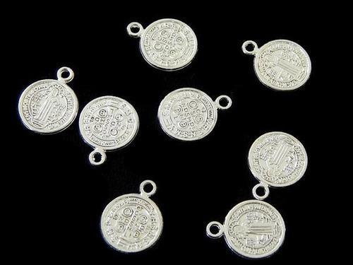 Medalla De San Benito Plateada 1cm Bisuteria 50 Pzs