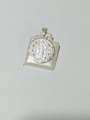Medalla San Benito Plata 925. 2cm Diámetro. 3cm Alto